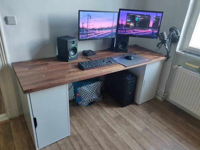 PC_Desk_126_72.jpg