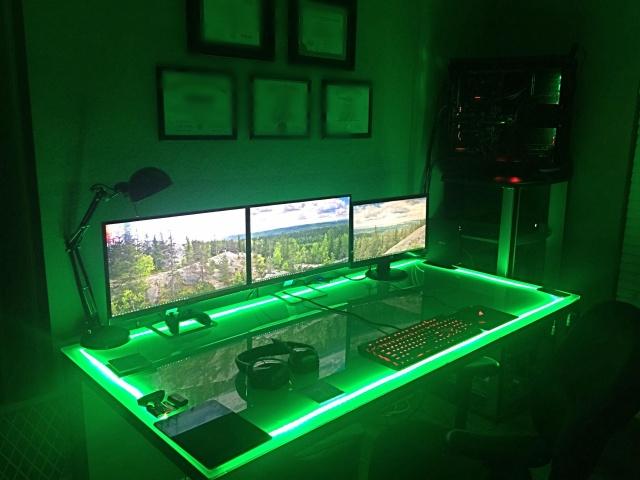 PC_Desk_126_79.jpg