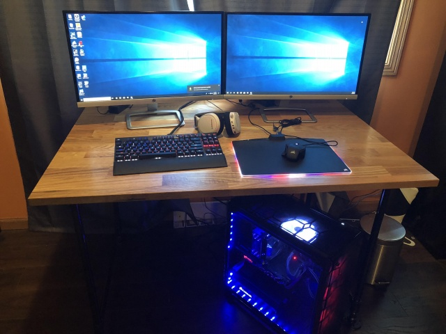 PC_Desk_126_83.jpg