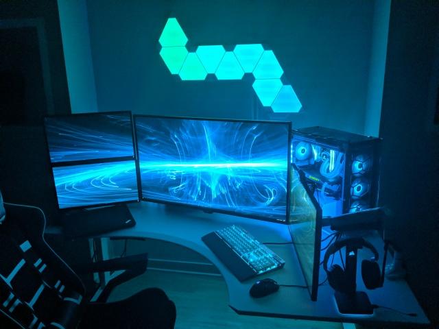 PC_Desk_126_98.jpg