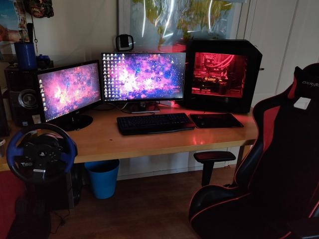 PC_Desk_127_03.jpg