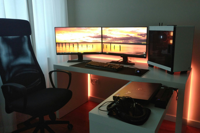 PC_Desk_127_07.jpg