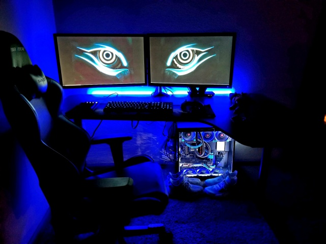 PC_Desk_127_10.jpg