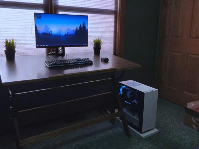 PC_Desk_127_17.jpg