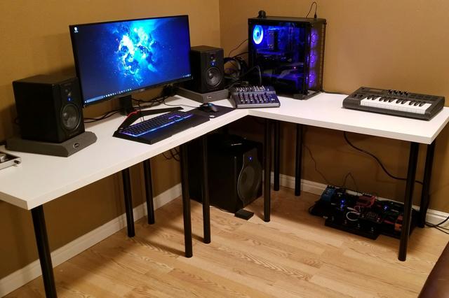 PC_Desk_127_57.jpg