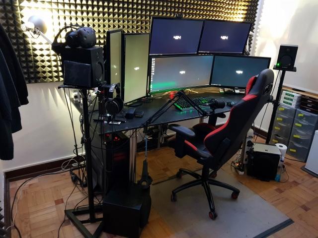 PC_Desk_129_01.jpg