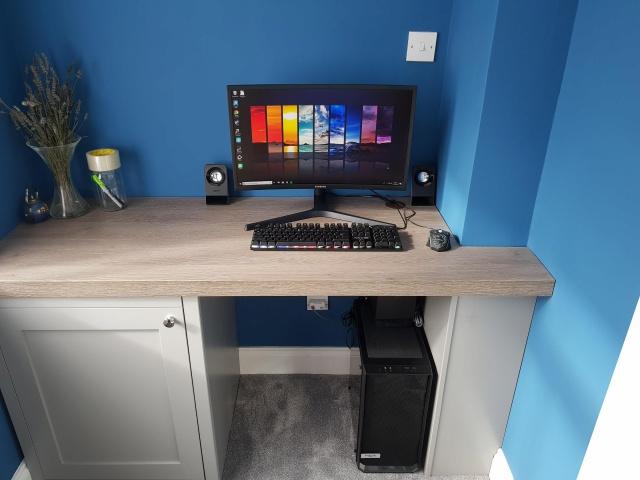 PC_Desk_129_02.jpg