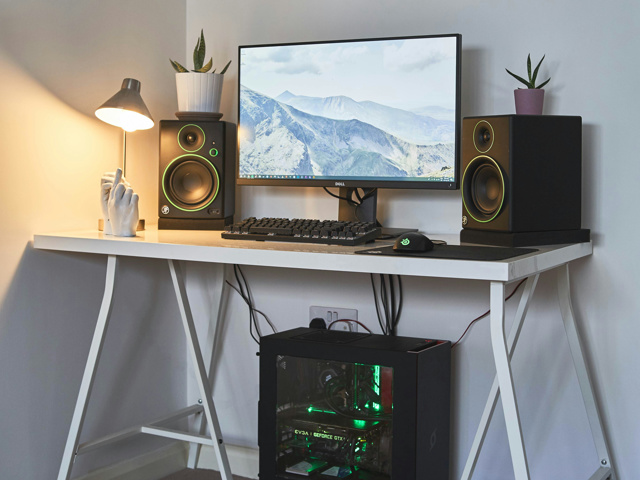 PC_Desk_129_05.jpg