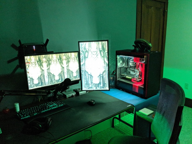 PC_Desk_129_06.jpg