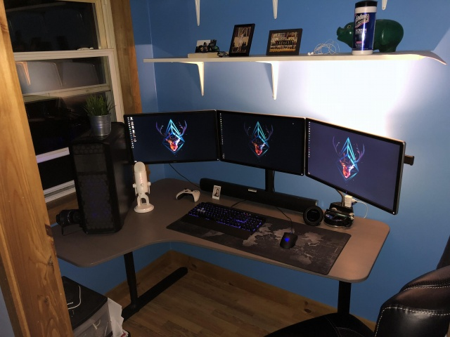 PC_Desk_129_07.jpg