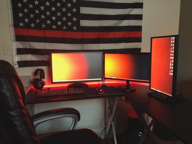 PC_Desk_129_19.jpg
