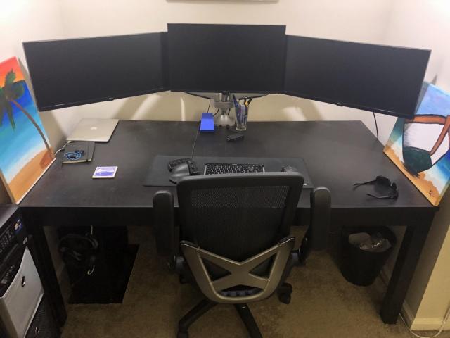 PC_Desk_129_22.jpg
