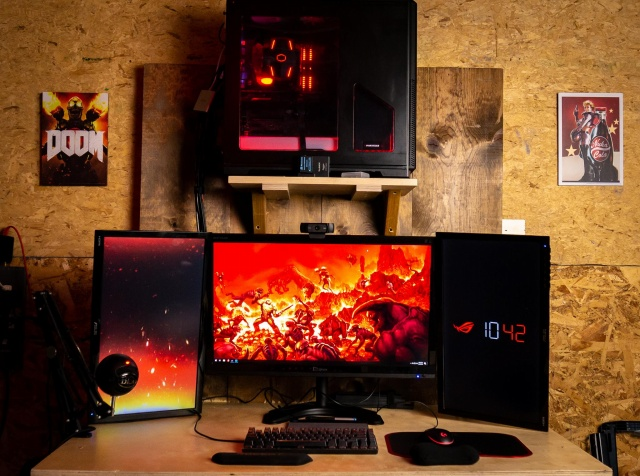 PC_Desk_129_85.jpg