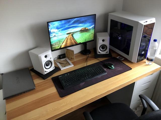 PC_Desk_129_86.jpg