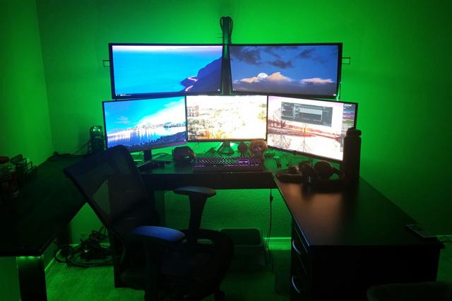 PC_Desk_129_97.jpg