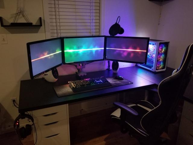 PC_Desk_130_03.jpg