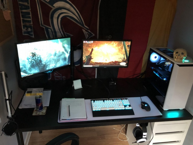 PC_Desk_130_08.jpg