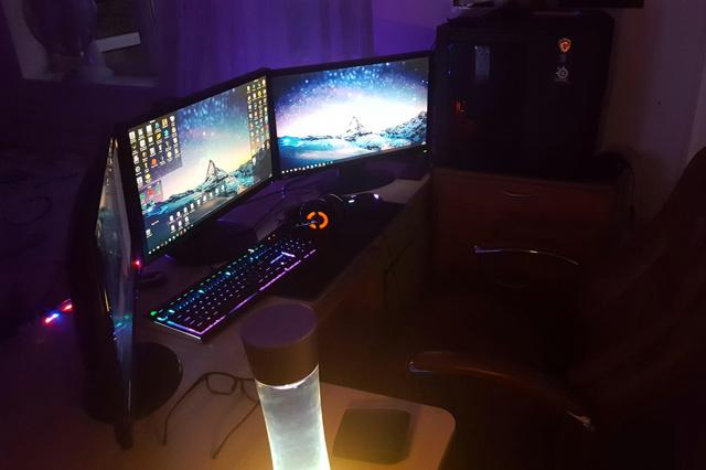 PC_Desk_MultiDisplay124_32.jpg