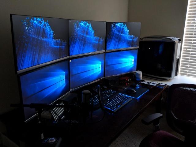 PC_Desk_MultiDisplay124_70.jpg