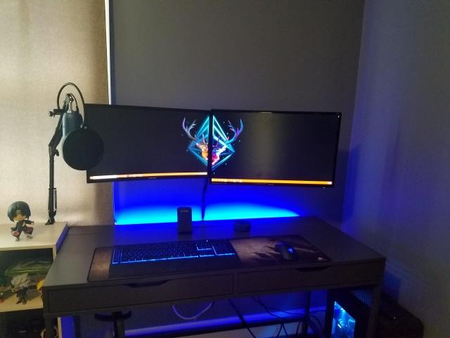 PC_Desk_MultiDisplay124_78.jpg