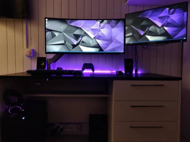 PC_Desk_MultiDisplay124_83.jpg