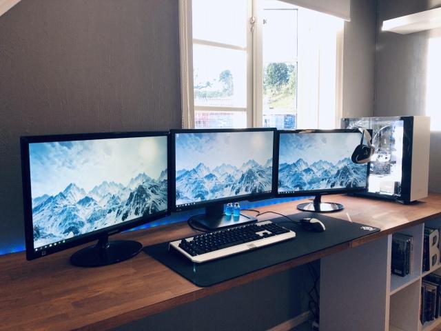 PC_Desk_MultiDisplay124_90.jpg