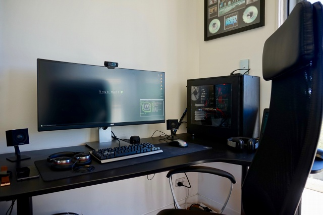 PC_Desk_UltlaWideMonitor34_04.jpg