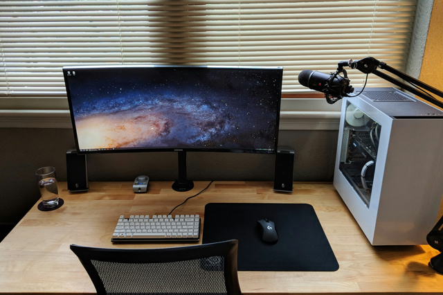 PC_Desk_UltlaWideMonitor34_09.jpg