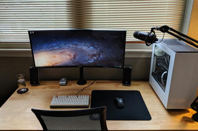 PC_Desk_UltlaWideMonitor34_09.jpg
