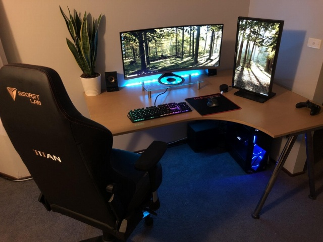 PC_Desk_UltlaWideMonitor34_27.jpg
