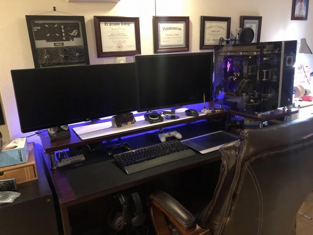 PC_Desk_UltlaWideMonitor34_35.jpg