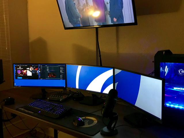 PC_Desk_UltlaWideMonitor34_41.jpg