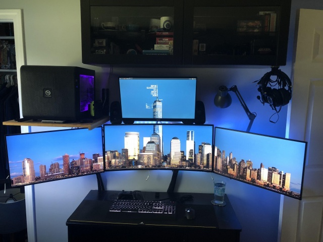 PC_Desk_UltlaWideMonitor34_42.jpg