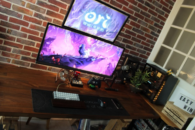 PC_Desk_UltlaWideMonitor34_47.jpg