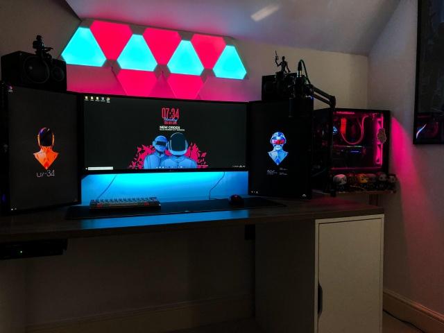 PC_Desk_UltlaWideMonitor34_48.jpg