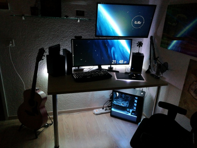 PC_Desk_UltlaWideMonitor34_51.jpg