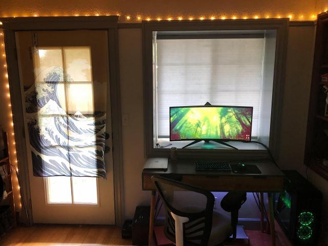 PC_Desk_UltlaWideMonitor34_62.jpg