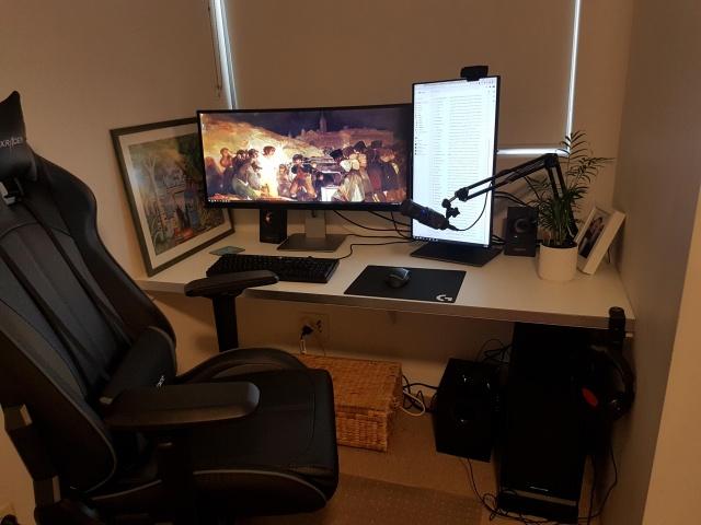 PC_Desk_UltlaWideMonitor34_65.jpg