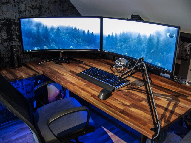 PC_Desk_UltlaWideMonitor34_67.jpg