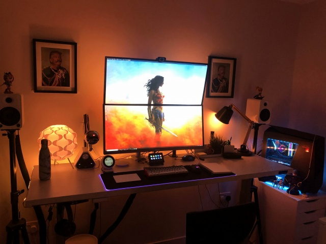 PC_Desk_UltlaWideMonitor34_73.jpg