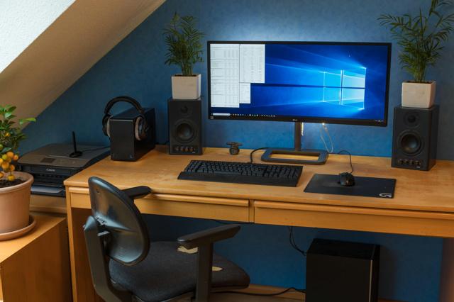 PC_Desk_UltlaWideMonitor34_87.jpg