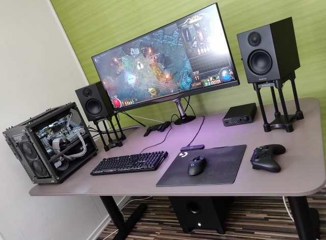PC_Desk_UltlaWideMonitor34_97.jpg