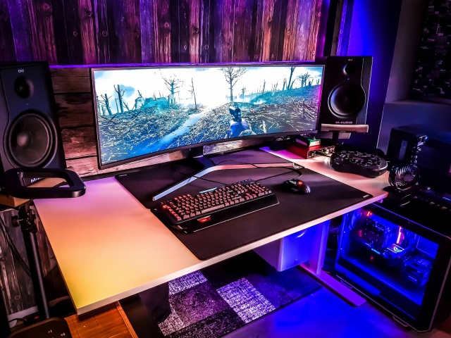 PC_Desk_UltlaWideMonitor35_01.jpg