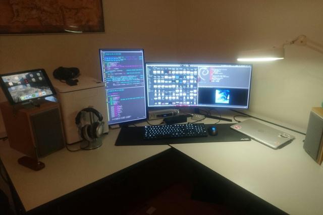 PC_Desk_UltlaWideMonitor35_12.jpg