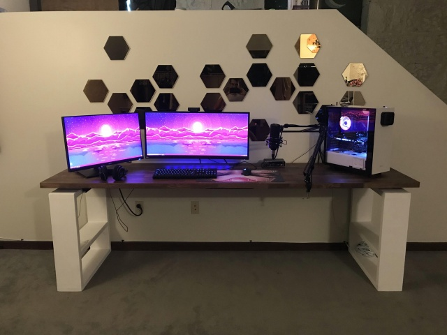 PC_Desk_UltlaWideMonitor35_17.jpg