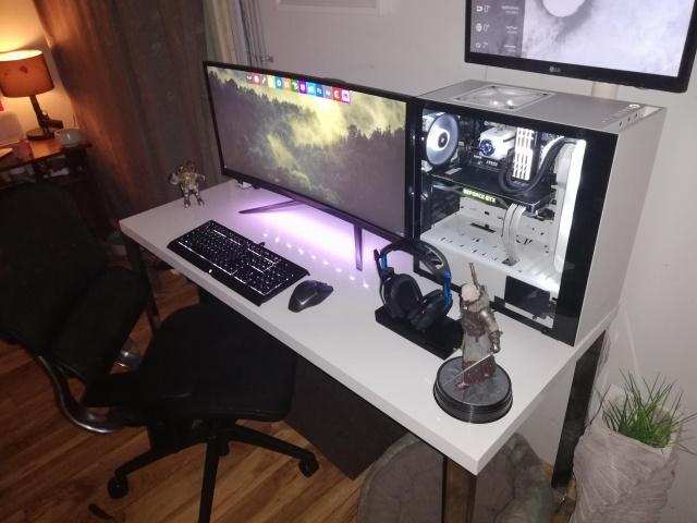 PC_Desk_UltlaWideMonitor35_18.jpg