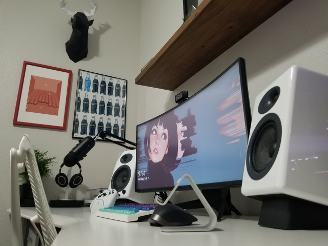 PC_Desk_UltlaWideMonitor35_24.jpg