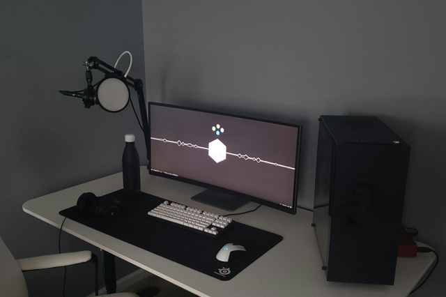 PC_Desk_UltlaWideMonitor35_25.jpg