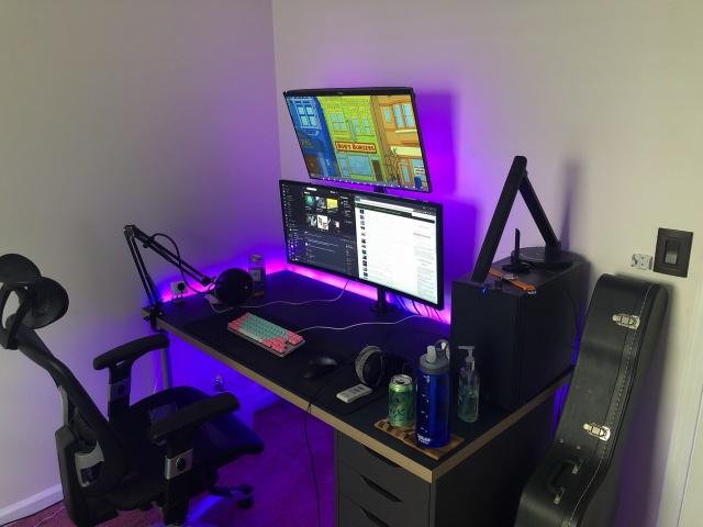PC_Desk_UltlaWideMonitor35_26.jpg