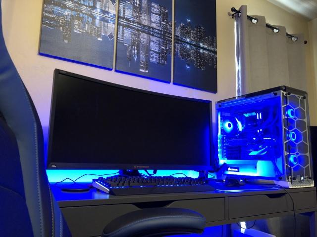 PC_Desk_UltlaWideMonitor35_27.jpg